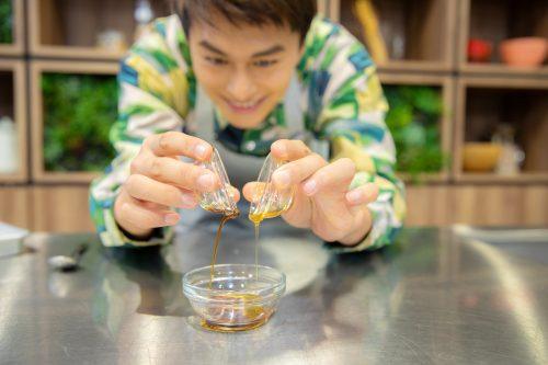 CanCam BOYS AND MEN ボイメン 小林豊 ゆーちゃむ ゆたクッキング レシピ ナスとしらすのサラダ ドレッシングを作る