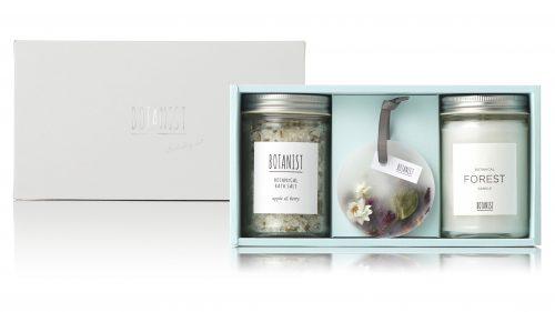 【クリスマスコフレ2019】BOTANIST(ボタニスト)/ボタニカルホリデーコフレ[ボタニカルバスソルト(アップル&ベリーの香り)+ボタニストキャンドル(FOREST)(¥3,400)