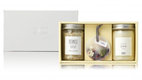 【クリスマスコフレ2019】BOTANIST(ボタニスト)/ボタニカルホリデーコフレ[ボタニカルバスソルト(アプリコット&ジャスミンの香り)+ボタニストキャンドル(OAK)](¥3,400)