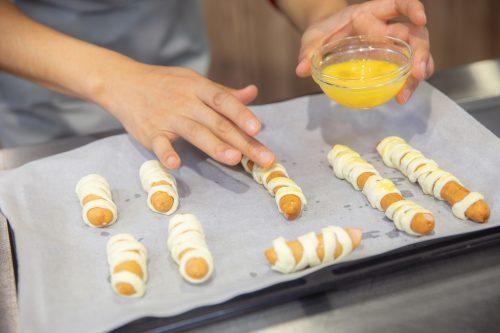 CanCam BOYS AND MEN ボイメン 小林豊 ゆーちゃむ ゆたクッキング レシピ ハロウィン ミイラソーセージパイ 卵を塗る