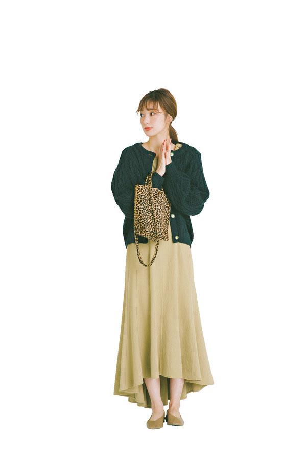 04 ワンピースにはショートアウターを ぶかっと着るのが愛らしい♡『手軽におしゃれが決まるワンピースは、アウターで今年らしさをプラスしたい! ということで、選ばれたのは上半身をすっぽりおおう 程よくボリューミーな3タイプ。冬の女のコのかわいらしさを最大限に引き出してくれること間違いナシの組み合わせ♡ ストーリー番号:225291』
