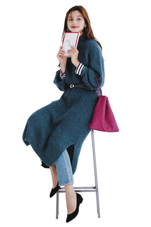 ゆるっと長めが今っぽバランス!RANDAの サイドスリットニットワンピを着回し!『着心地◎のモヘア混素材。コートや小物で印象を変えやすいシンプルデザインだから、ワンピでも着回し度はかなり高め。ネイビー感覚で使えるダークブルーも使い勝手よし♡』