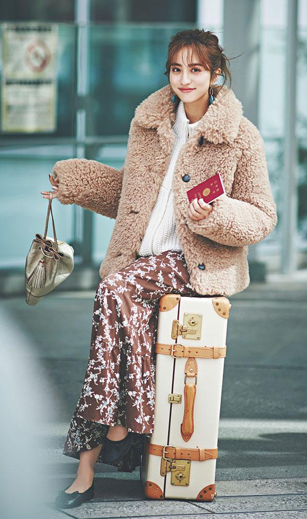 暑い⇆寒いを行ったり来たり…寒暖差が激しいけど、ずっと快適にいたい日『脱いでも、着てもOK!3段階レイヤードで体温調節日本と旅先に激しい温度差がある海外旅行や、動き回って暑さを感じやすい日は、薄手服・厚手服・アウターの3枚重ね着で。体感温度に合わせて着脱可能だから、いつでもストレスフリー♡』