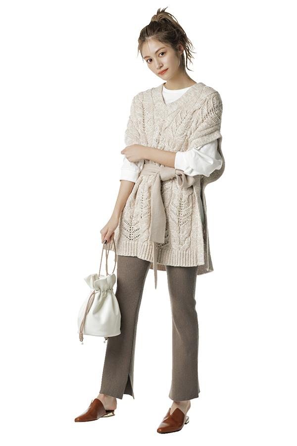 質感や色でニュアンスたっぷり仕上げに♡ 色っぽエシカル・楓Style『楓style1引き続き人気のリブパンツは春素材にチェンジ 楽ちんさと洒落感を両立させたリブパンツは一年を通して楓のスタメン服。春は、レギンス感覚の薄手ニットorカットソー素材で軽やかに仕上げて♪』