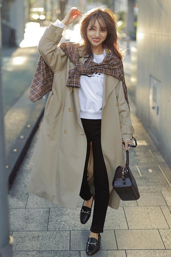 カジュアル服にキレイめエッセンスをプラス!渋谷シンプル茜Style『一見真面目なダブルジャケットや、それとは正反対のラフなフーディを自分らしいカジュアルに落とし込むのが得意! この春は、メリハリの効いた色使いにも挑戦してキレのあるコーデにチャレンジしてみたい…!』