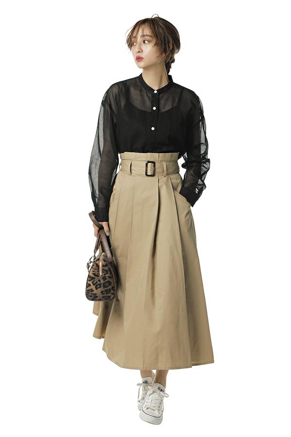カジュアル服にキレイめエッセンスをプラス!渋谷シンプル茜Style『茜style2スカートはくなら切れ味のいいチノスカート 歩くたびにたっぷりの生地を脚でさばくのが心地よい張りのあるチノスカートは、辛口コーデが好きな茜にもしっくりハマる! INでもOUTでも着られる万能さも◎。』
