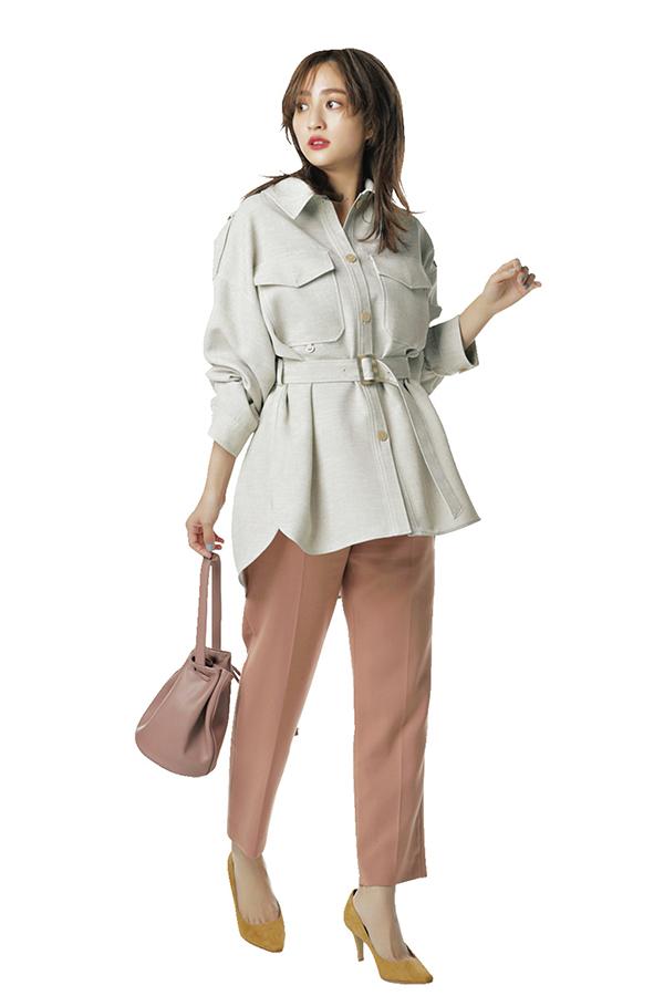 カジュアル服にキレイめエッセンスをプラス!渋谷シンプル茜Style『茜style4色を取り入れるならパキっとカラーパンツ 色を取り入れるならトップスよりもパンツで、が茜らしい感じ。美脚効果のあるセンタープレス入りでキレイめカジュアルを完成させて。』