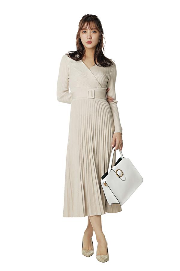 華やかで品のある大人フェミニンスタイル 通勤ノーブル恋style 洋服を選ぶ基準は、上品さとオフィスで浮かない華やぎ。そして自分がより素敵に映るスタイルアップ服はマスト♡今シーズンもそのポイントは変わらずに、キレイ色や新鮮ディテールで春仕様にアップデート!『恋style4モテとおしゃれが叶うニットワンピ 恋ならではの女性らしさが即GETできる、上品ニットワンピ。ペールトーンと華奢見えが叶うウエストマークタイプを選べば、メンズウケも上々♡』
