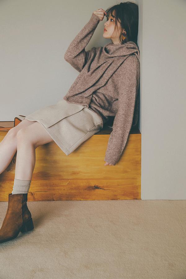 ミニスカでラテ配色コーデにするなら、どう着る? トレンドカラーのブラウン人気は春も引き続き。地味になりがちなワントーンコーデのトラップをかわすには、×ミニスカでミーハー感をプラスするのが大正解。
