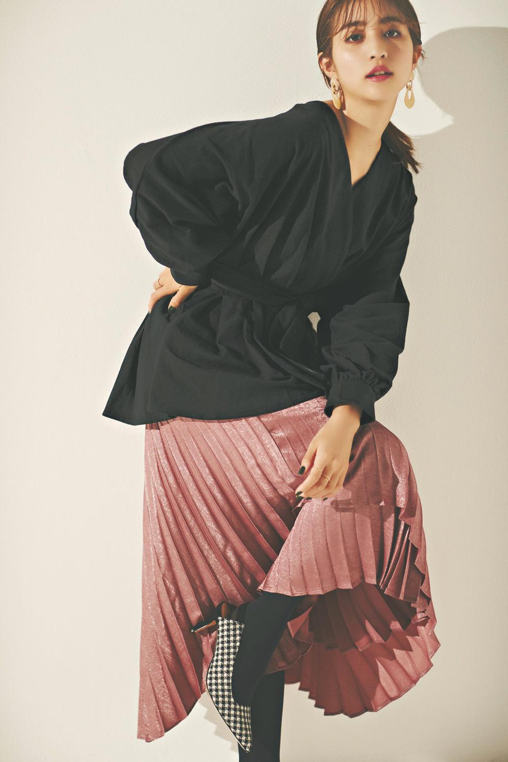 週末のディナーデートにおすすめ♡プリーツスカートで作る女っぽスタイル