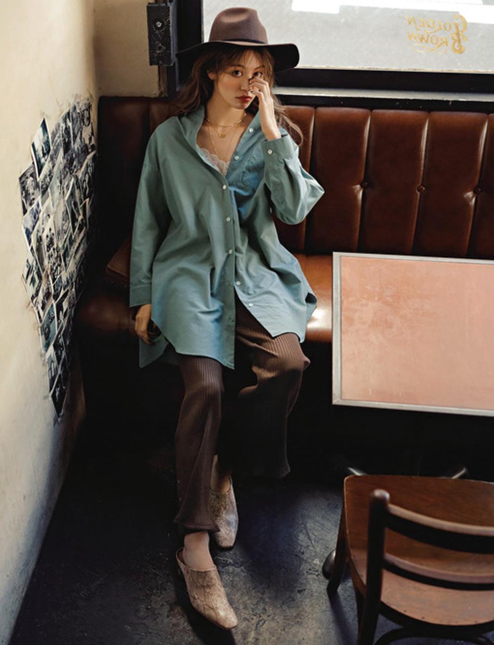 ×リブパンツで真面目に着ないシャツコーデがシャレ感◎