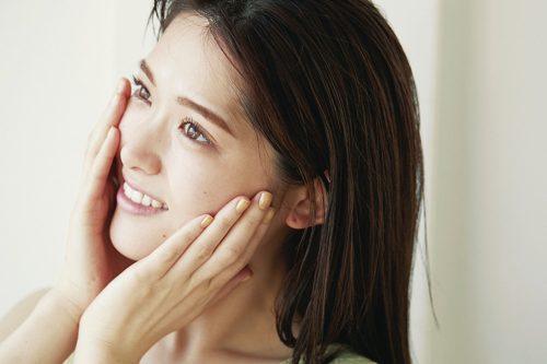 潤い系の化粧下地で「もちもち発光肌」を作る