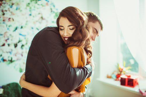 抱きしめる 心理 付き合ってない