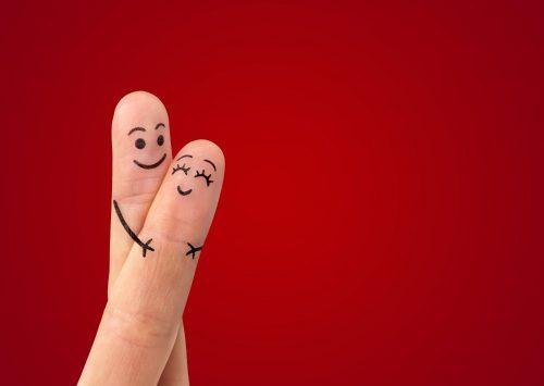 抱きしめ合うカップルのような指