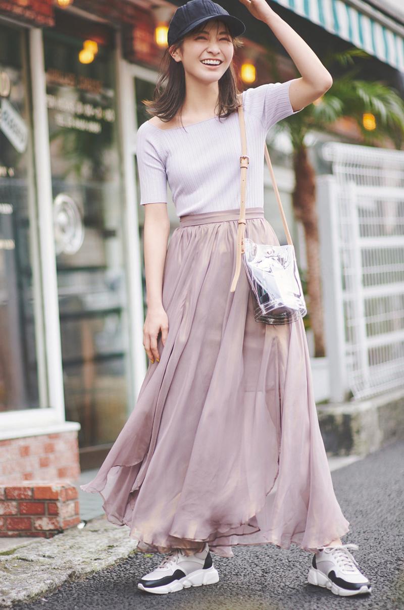 エアリースカートのほのかな透けで女っぽさを