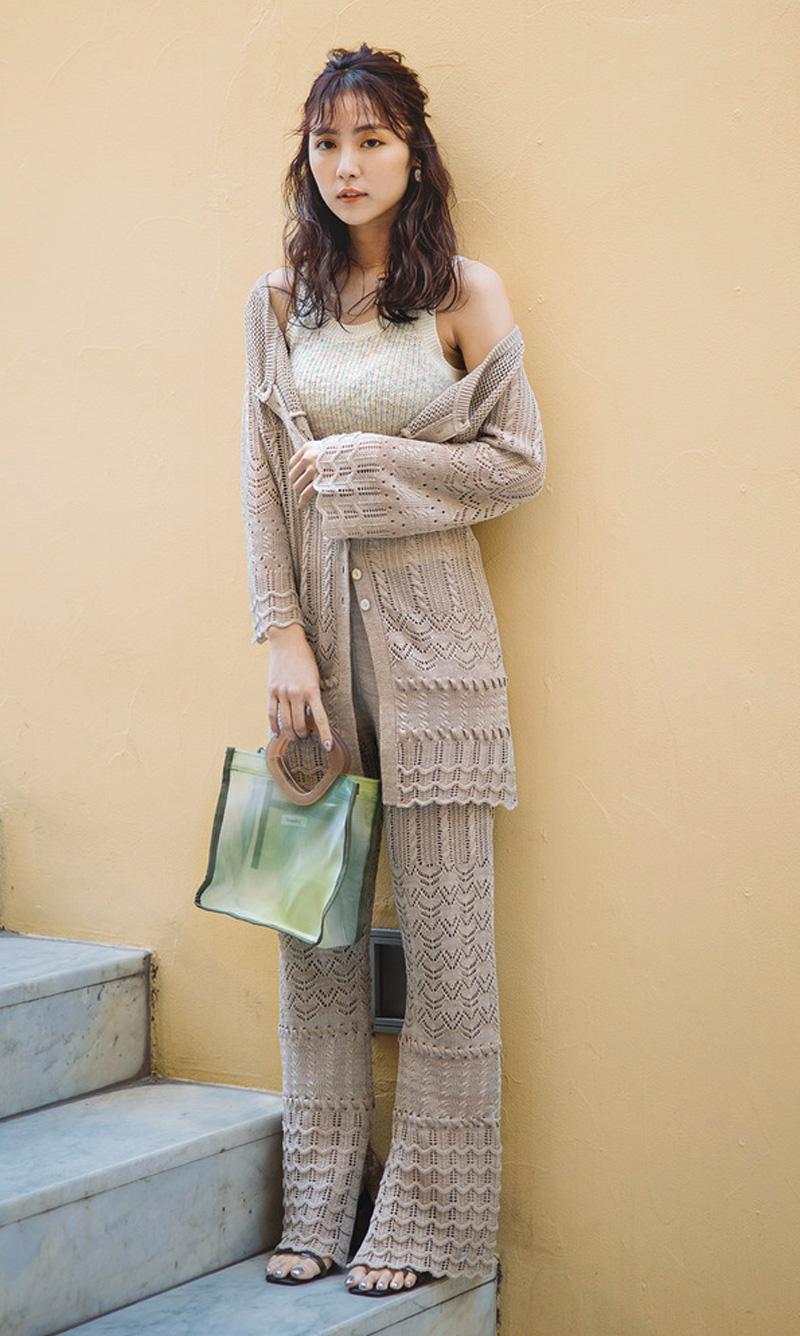 ベージュワントーンもクロシェ編みで存在感出してく!