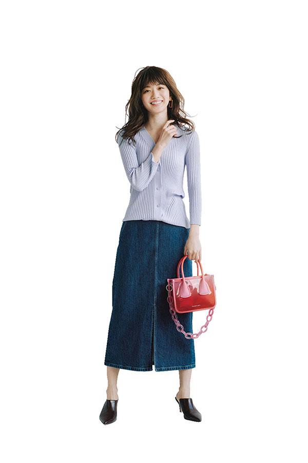 きれいなお姉さん的休日スタイル♡デニムスカート×きれい色リブニット『ともすると幼く転ぶデニムスカートも、タイトシルエット&ミモレ丈なら、いい女っぽい表情に♡デートではフィット感のあるパステルカラーのリブニットでとことんきれいめに着こなして。』