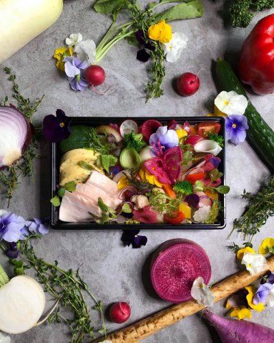 虎ノ門の花屋で週に2日だけ売っている、「規格外」の美しすぎるお弁当の話