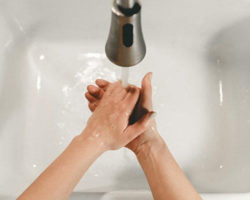 「正しく手を拭く」方法、きちんと知っていますか?【医師監修】