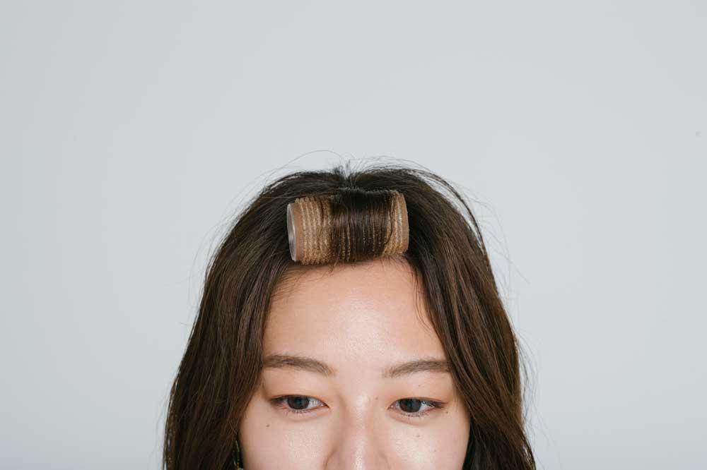 パサつき、広がり…ミディアムヘアを今っぽくスタイリングするコツ
