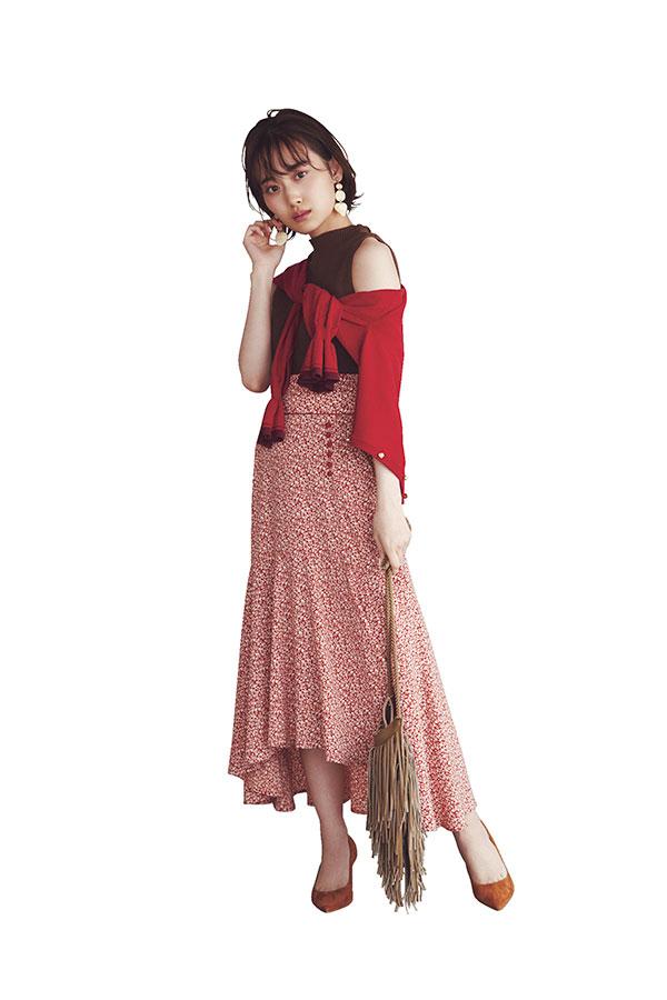 彼女感のある(ワンピ)なら…裾ひらナロースカートで大人の愛嬌をプラス