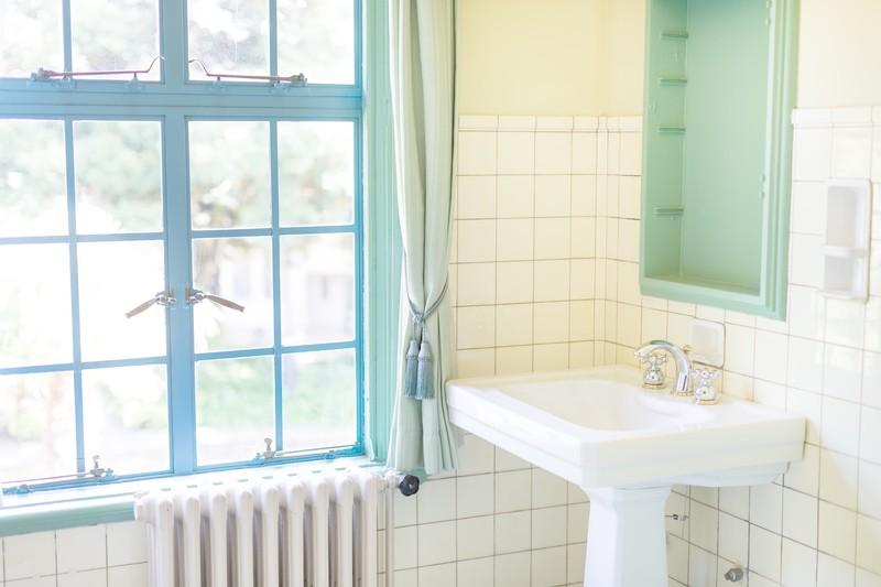 ■洗面所はNG?メイク道具の正しい置き場所