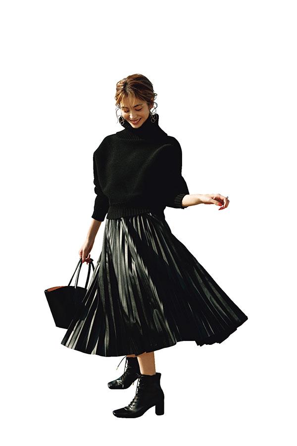 レザースカートはざっくりニットでメリハリをつける!