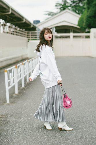 光沢プリーツスカート