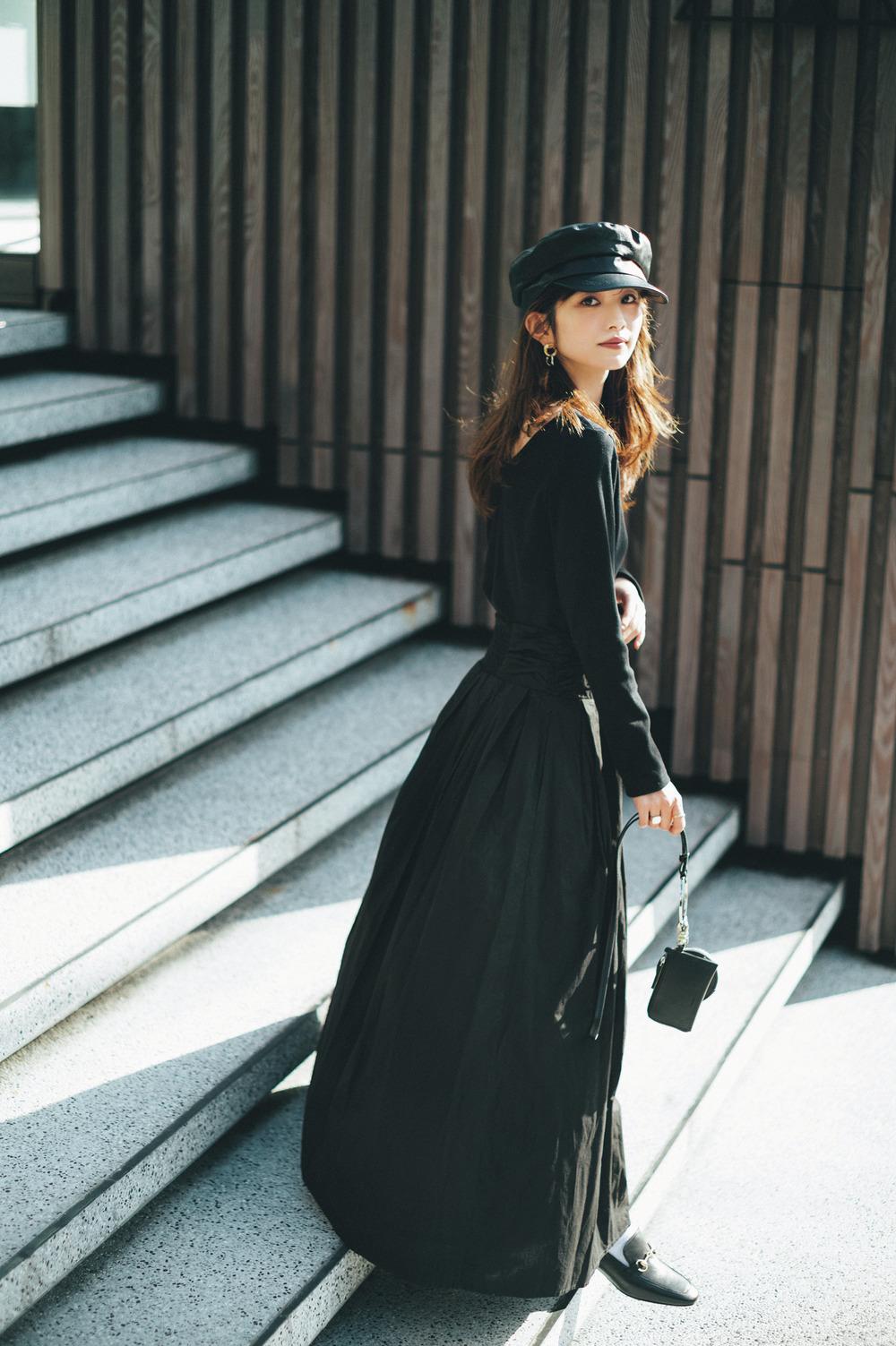 AKTEの黒ボリュームスカート