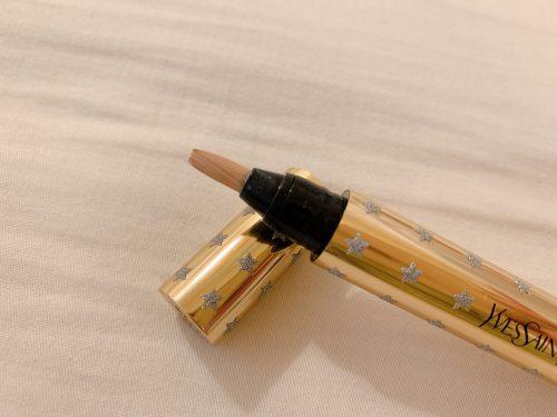 顔色がパッと明るく♪YSLの魔法のペン