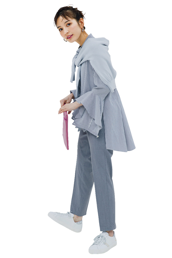 Q.6センタープレスパンツをスーツ感なく着くずすにはどうしたらいいですか?『A.デザイン性のあるトップスで、脱・地味っコ!』