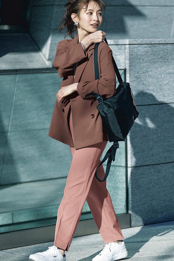 Q.9ほとんど人に会わない出社日、どんなコーデで行けばいいのやら…『A.ニュアンスカラーT×とろみジャケットが今っぽい。』