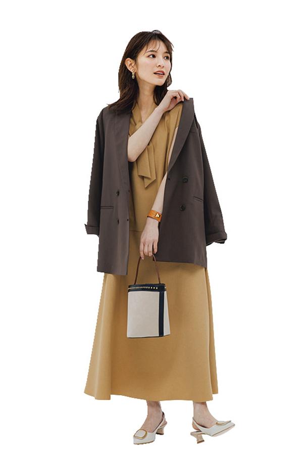 Q.10カジュアル通勤が増えたとはいえ、やっぱりかっちりジャケットが必要な日があります。リクルートスーツにならないジャケットコーデの正解って?『A.黒や紺で堅苦しい素材はやめて、ニュアンスカラーorやわらか素材をモノにせよ!』