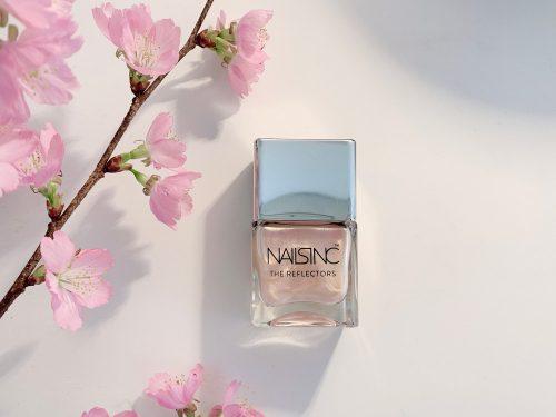 春を満喫する桜貝ネイル