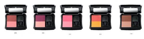 アナ スイ チーク コンパクト 5種 各4,950円(税込) 左から:300、301、302、600、700