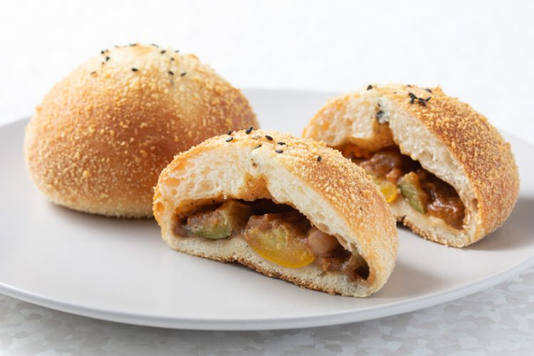 スパイシータイ風マッサマンカレーパン