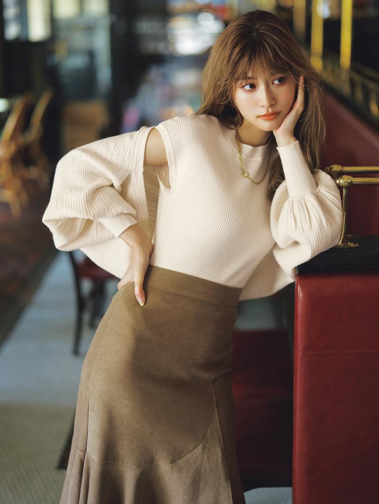 ①のボレロセットと、ブラウンのマーメイドスカートを使用したコーディネート