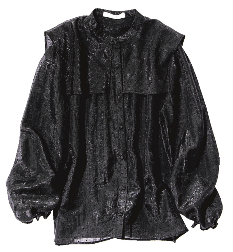 ブラックの長袖ブラウス